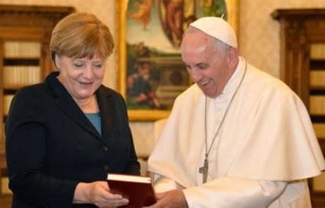papa francesco - merkel -premio carlomagno