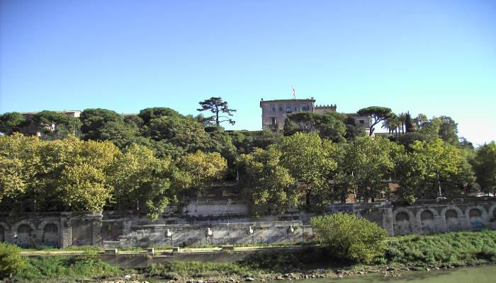 Roma aventino vendesi prestigiosa propriet ideale per uso for Vendesi ufficio roma