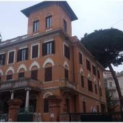 Roma Nomentano palazzetto indipendente con giardino vendesi